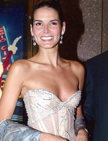 http://theryancokeexperience.files.wordpress.com/2009/03/angie-harmon.jpg